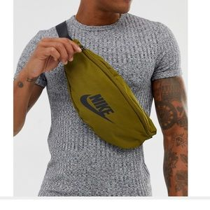 NWT Nike Fanny Pack Army Green Adjustable Bag
